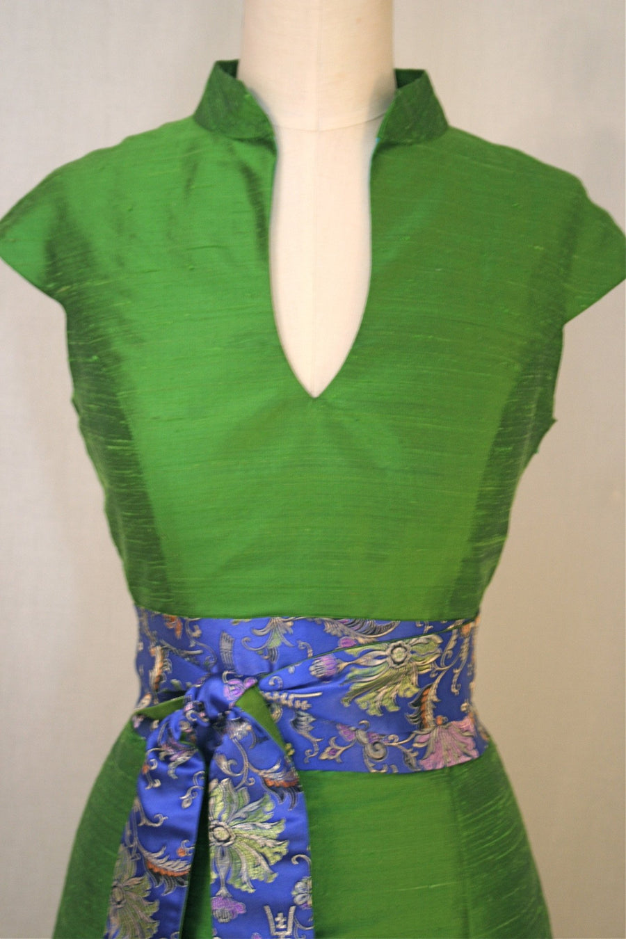 Green Apple Mandarin-Collar Cap-Sleeve Shantung Trumpet Dress, size Medium
