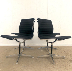 Set Herman Miller side chairs model EA101