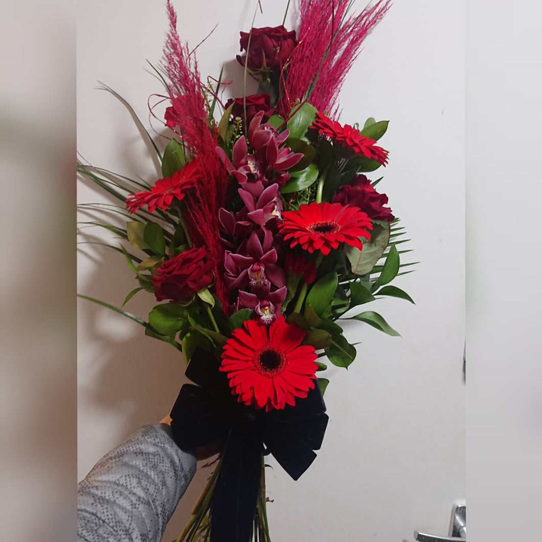 upright valentines boquet