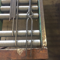 Light duty v bolt tongs