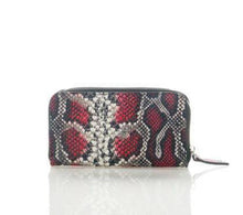Load image into Gallery viewer, Woman's Itailan leather wallet