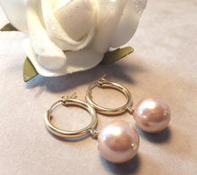 Load image into Gallery viewer, Blush pearl earring