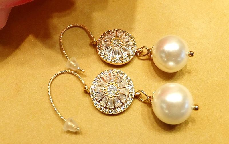 All-Occassion Gold and Pearl Earrings - butlercollection