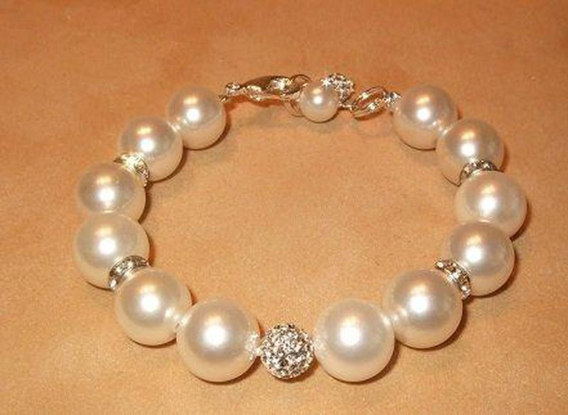 Handcrafted Mother of Pearl and Swarovski Crystal Bracelet - butlercollection