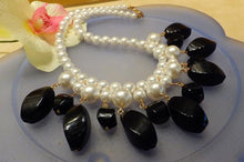 Load image into Gallery viewer, White mother of pearl and black onyx necklace