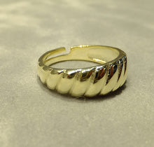 Load image into Gallery viewer, Adjustable gold band ring