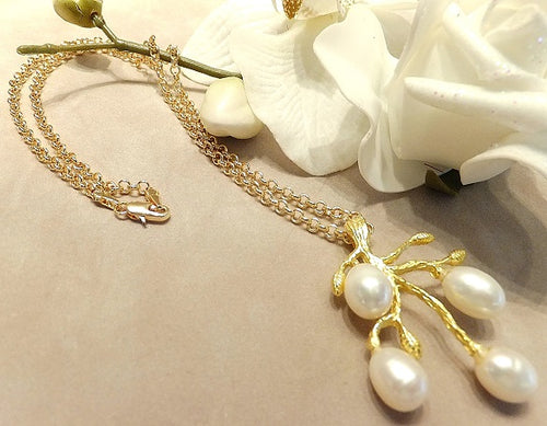Natural pearl and gold necklace