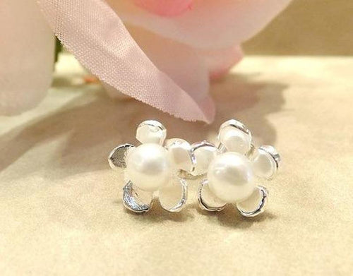Natural white pearl flower earrings