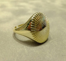 Load image into Gallery viewer, side view of gold ring