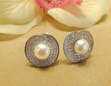 Load image into Gallery viewer, Natural white pearl earrings