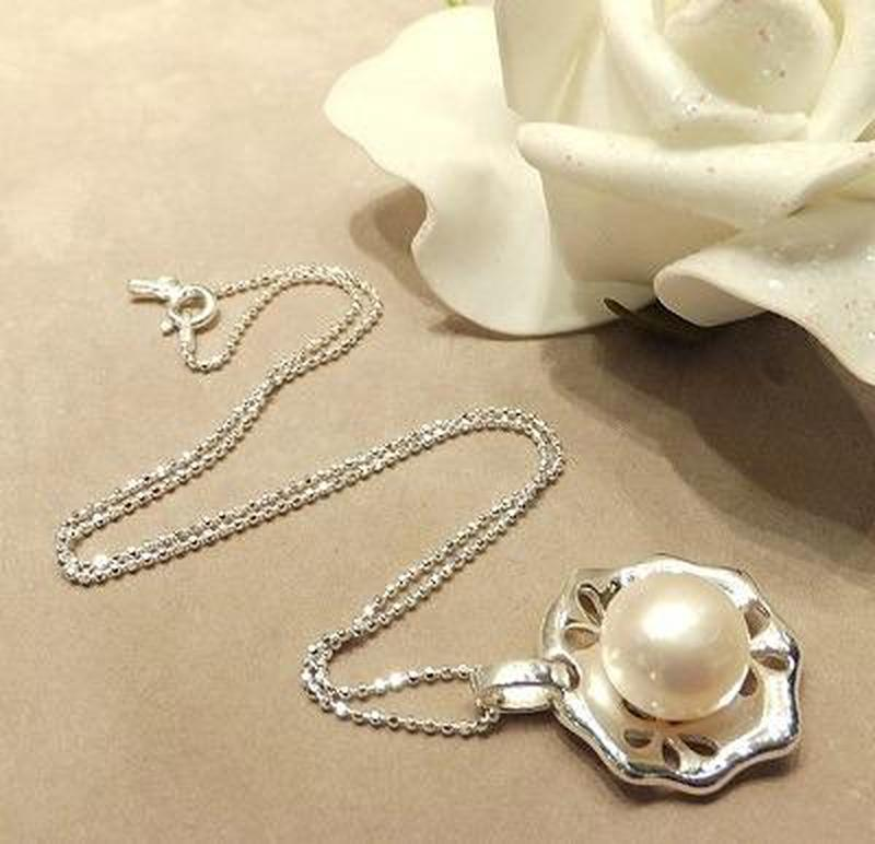 White netural pearl necklace