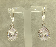 Load image into Gallery viewer, Swarovski Crystal drop earring