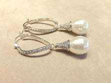 Load image into Gallery viewer, Sterling Silver pearl drop earring - butlercollection