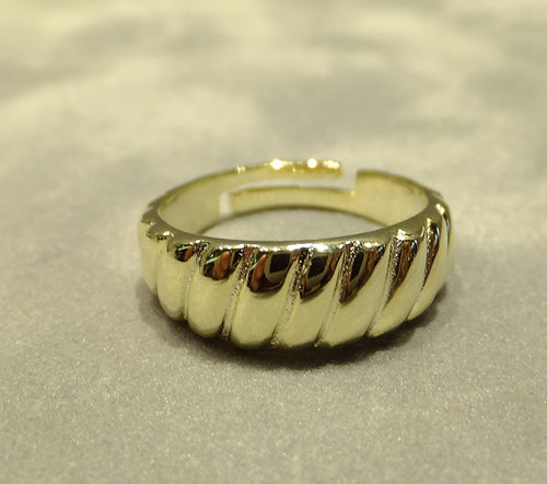 Gold twisted band ring