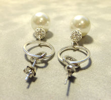 Load image into Gallery viewer, Sterling silver drop white pearl earrings