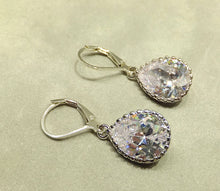 Load image into Gallery viewer, Swarovski Crystal earrings