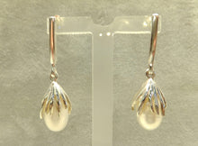 Load image into Gallery viewer, White pearl drop earring in sterling silver