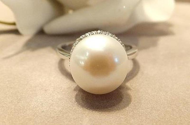 Natural single white pearl ring