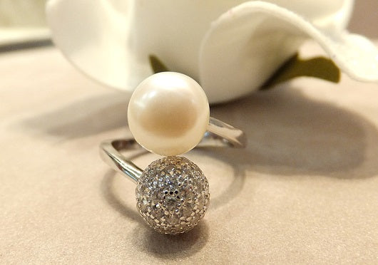 Natural white pearl ring