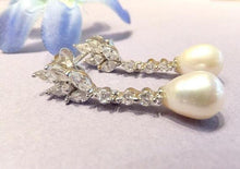Load image into Gallery viewer, Natural white pearl and topaz earrings
