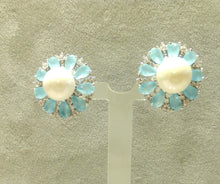Load image into Gallery viewer, Pearl and gemstone flower stud earings
