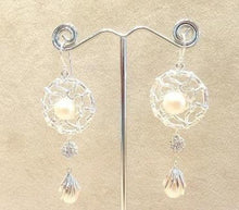 Load image into Gallery viewer, Natural pearl earrings