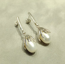 Load image into Gallery viewer, Sterling silver white natural pearl earrings