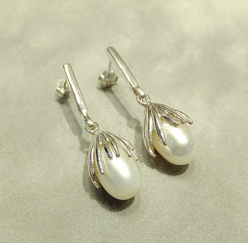 Sterling silver white natural pearl earrings