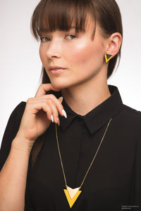 Yellow arrow studs