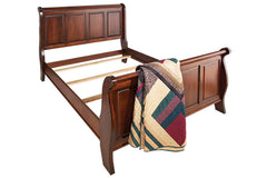 Townsend Sleigh Bed in Maple with New Heritage Finish