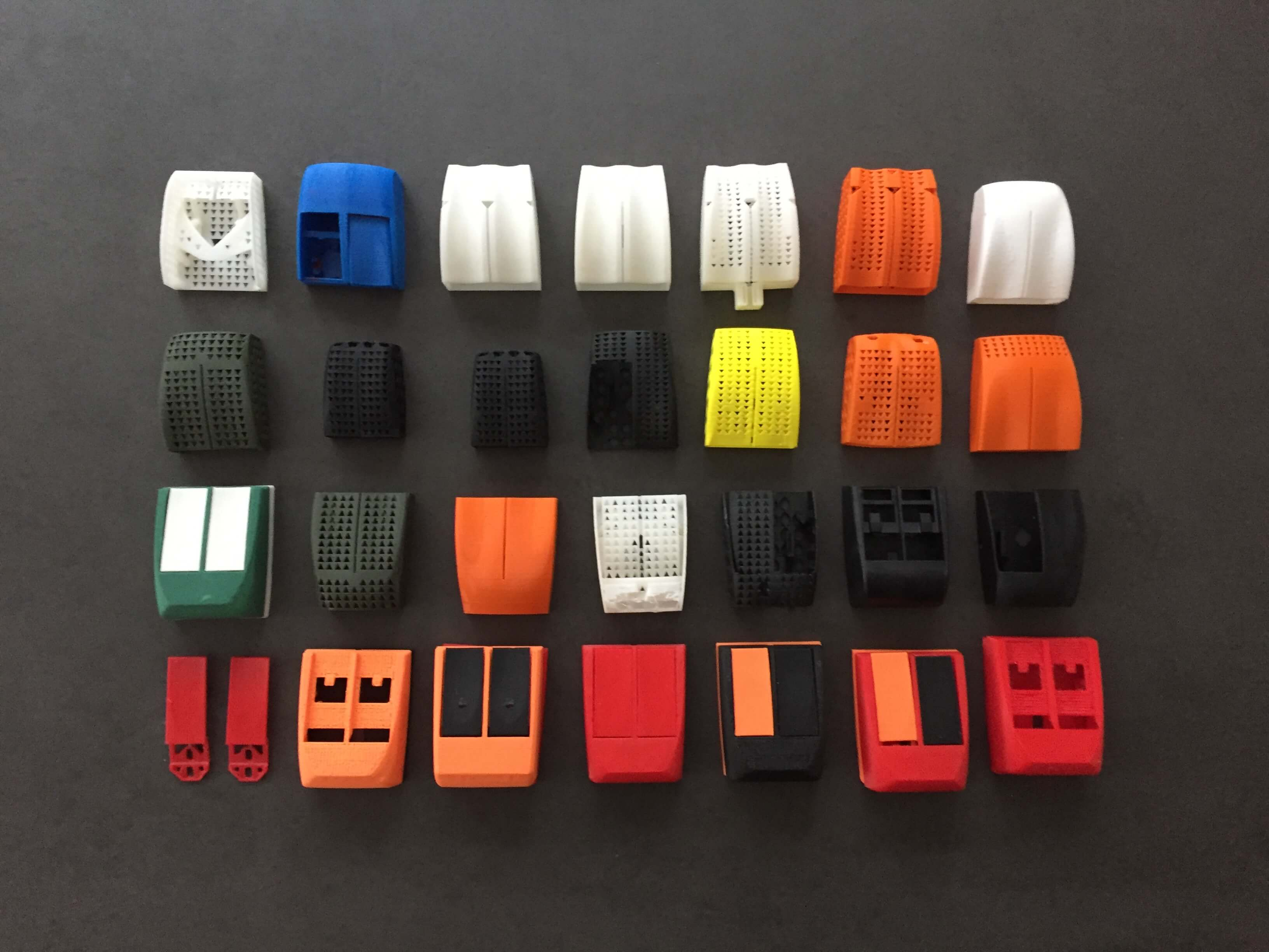This picture shows several 3D printed gaming mouse prototypes that lead to the Zaunkoenig M1K.