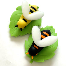 Load image into Gallery viewer, 382196 iwako BEE ERASER-2 COLORS-2 erasers