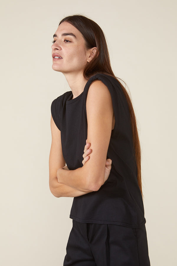 ECHO PADDED SHOULDER TEE - BLACK
