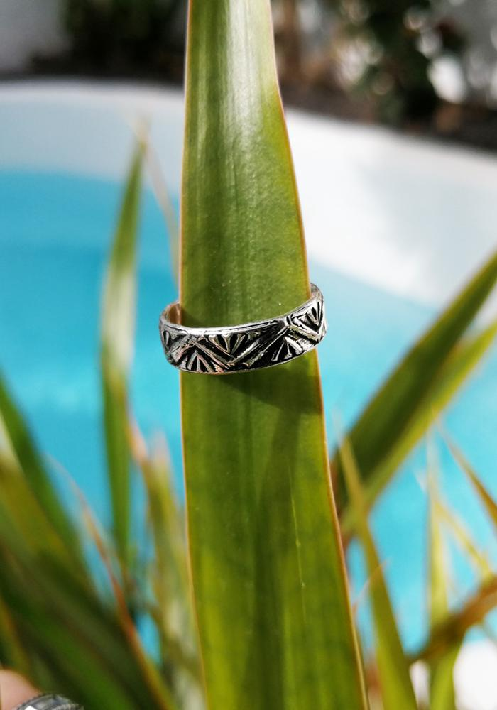 zig zag toe ring hula beach