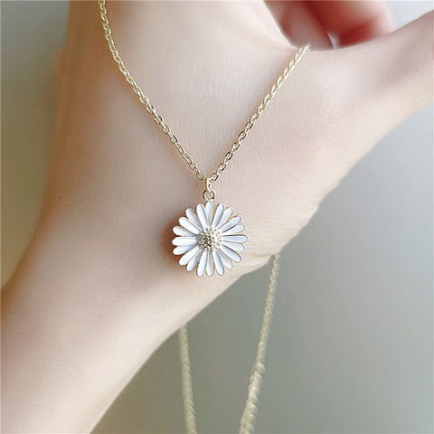 Petal Daisy Necklace
