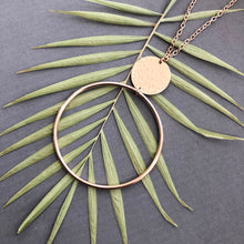 Load image into Gallery viewer, Hoop and disc necklace - N27