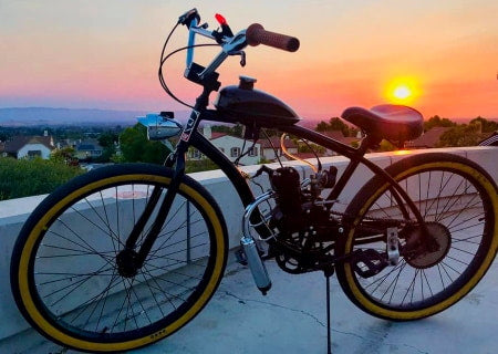 Complete 2-stroke motorized bicycle.