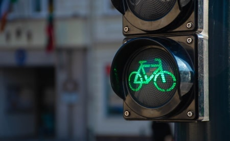 Traffic light for bicycle use.