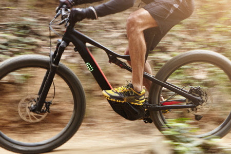 Electric mountain bike with high stop power.