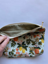 Load image into Gallery viewer, Floral purse