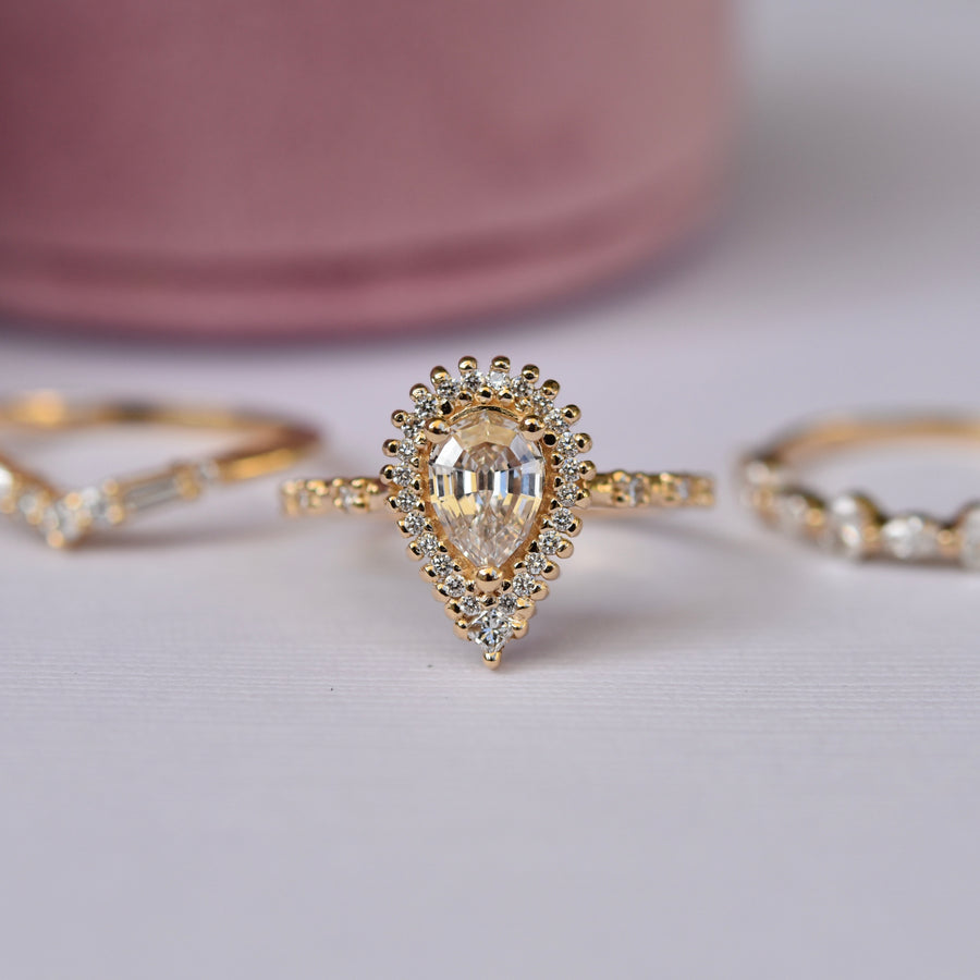 Seren Ring - Champagne, Pear Diamond