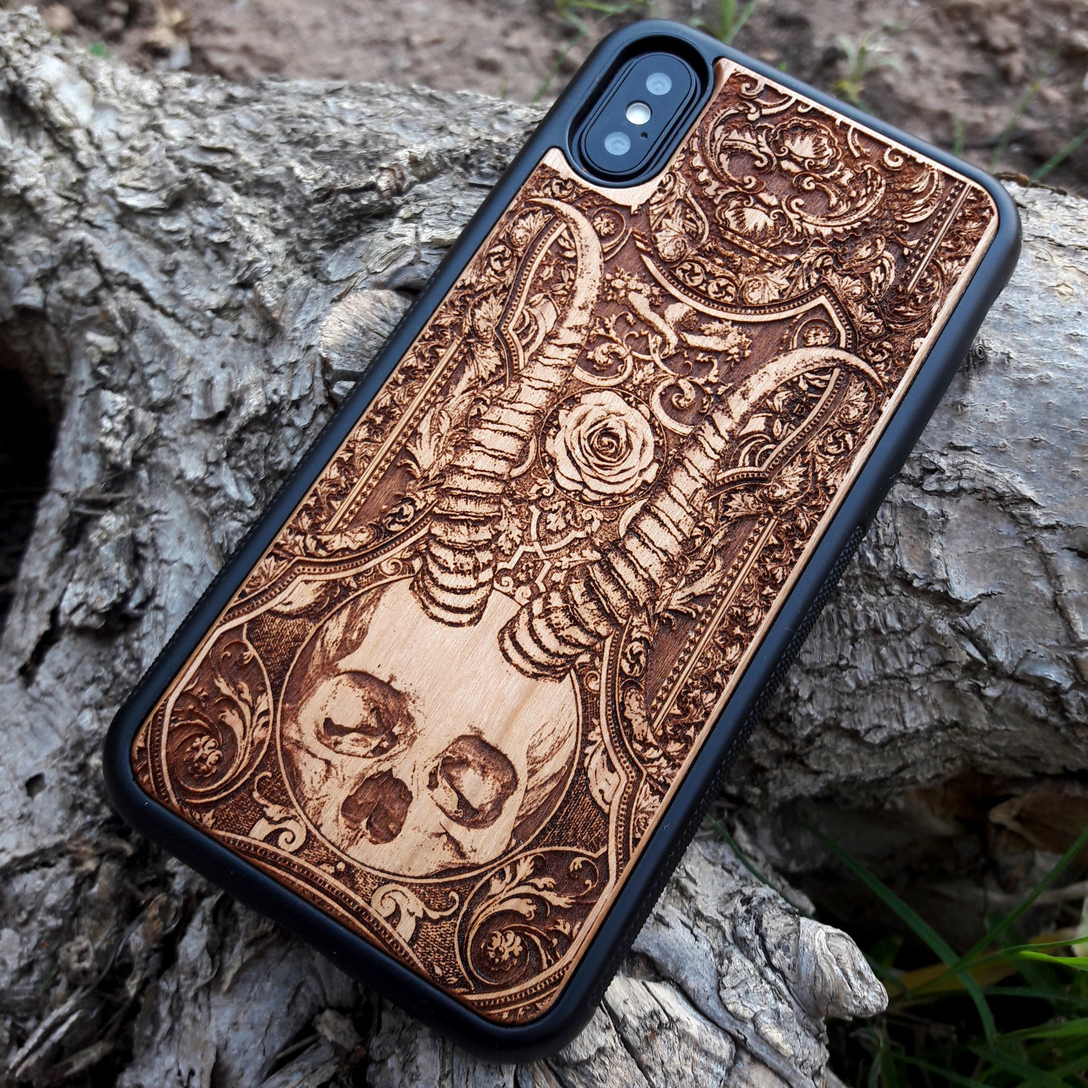 skull wooden iphone cover