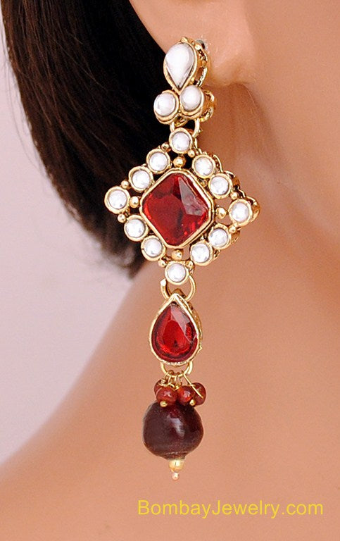 GOLDPLATED MAROON AND WHITE KUNDAN EARRING WITH TIKKA