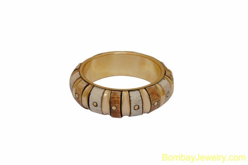 CREAM AND GOLDEN WOOD AND METAL BANGLE