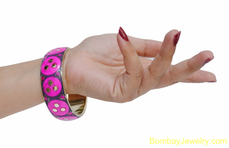 BLACK PINK AND GOLDEN WOOD AND METAL FASHION BANGLE