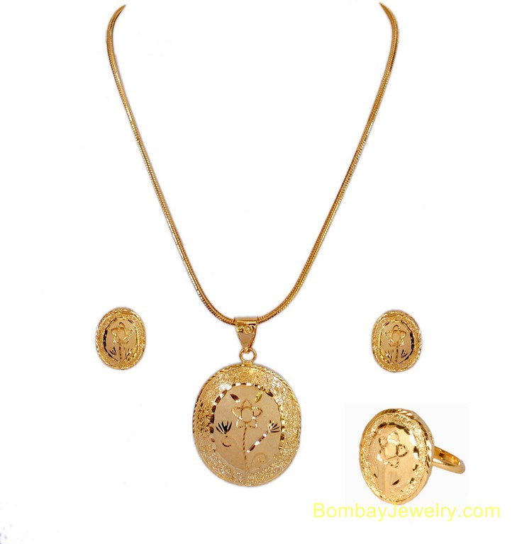 goldplated pendent set with ring