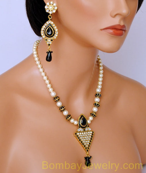 goldplated black and off white pearl pendent set