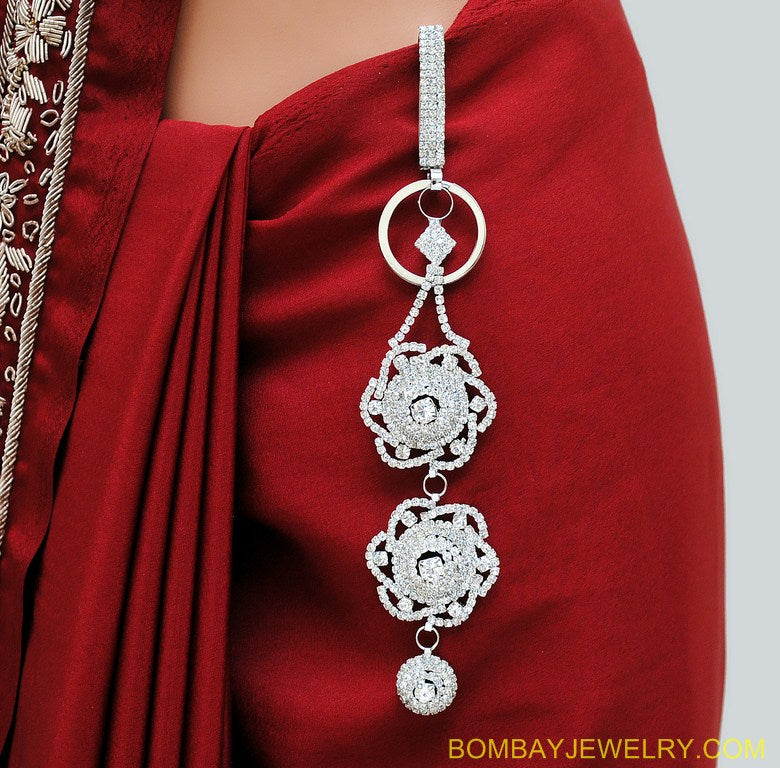 SILVERPLATED WHITE DIAMOND SAREE KEY CHAIN