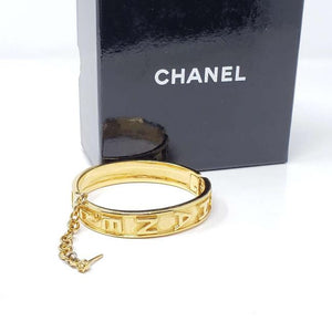 CHANEL VINTAGE LOGO LETTER BANGLE BRACELET.