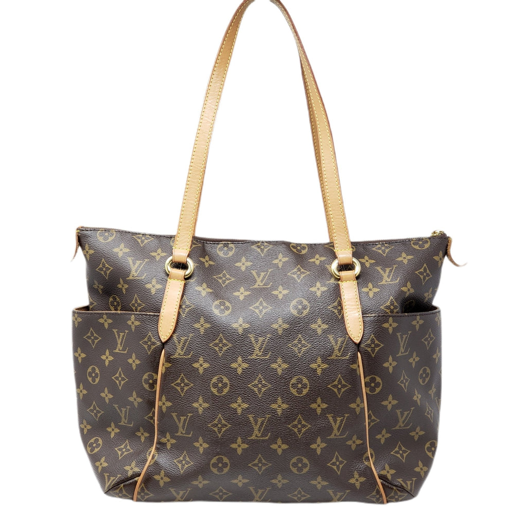 Louis VuittonTotally MM Monogram Shoulder Bag.
